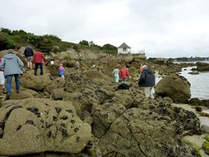 Passage sur les rochers Beg Meil