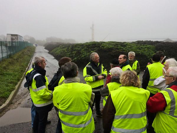 Dialogue à Kérambris devant les « andains odorants » du compost d'algues vertes