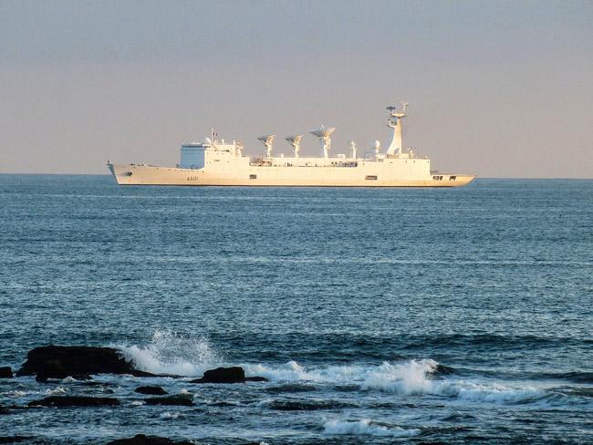 Photo 05 : la Marine nationale à l'affût dans la baie de Concarneau avait bien détecté l'intrus et attendait les ordres !