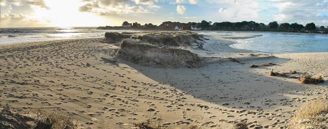 Photo 15 : Début 2014, la tempête a éventré le cordon dunaire au Letty, Bénodet.