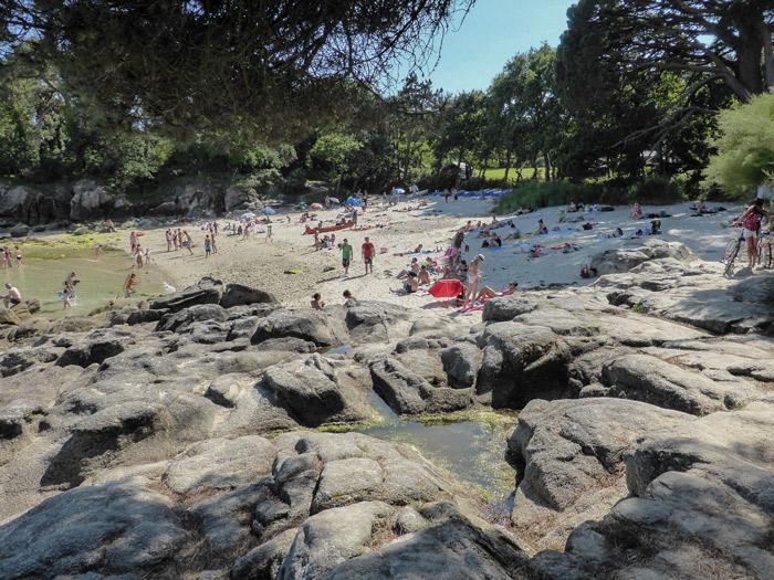 Photo 5 :  une belle vue de la pointe de Bot-Conan, plage avec tentes en ...toiles de fond !