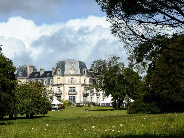 """Le Château était en émoi : """"C'est une révolte ? non Sire, c'est l'ASPF. Encore ! alors faites donner la garde""""."""